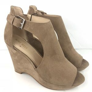 New Nine West peep toe ankle strap wedges sz 9.5